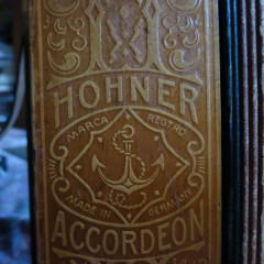 Hohner C/F melodeon, pressed wood, pic 2
