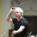 Any tips? A body language expert puts the spotlight on orchestra conductors